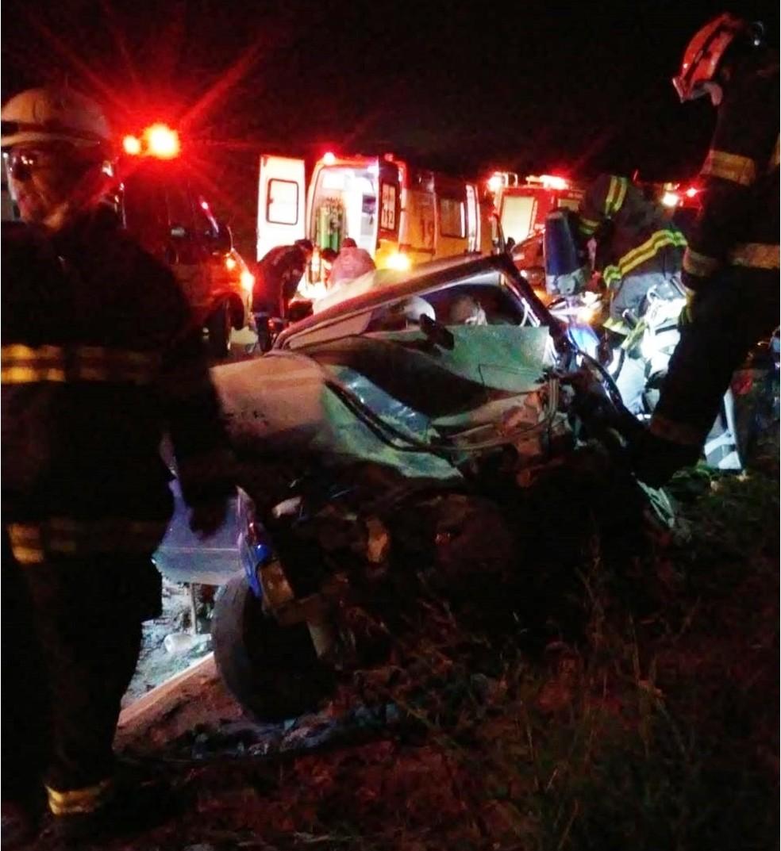 Três pessoas ficam feridas após se envolverem em colisão entre dois carros, em Angatuba — Foto: Arquivo Pessoal