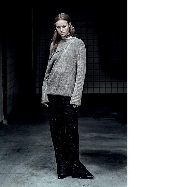 A designer londrina Martine Jarlgaard produziu uma coleção em lã de alpaca, cujas etiquetas traziam um QR Code. O código informava o histórico da peça, ao longo de toda a cadeia produtiva.  (Foto:  Divulgação)