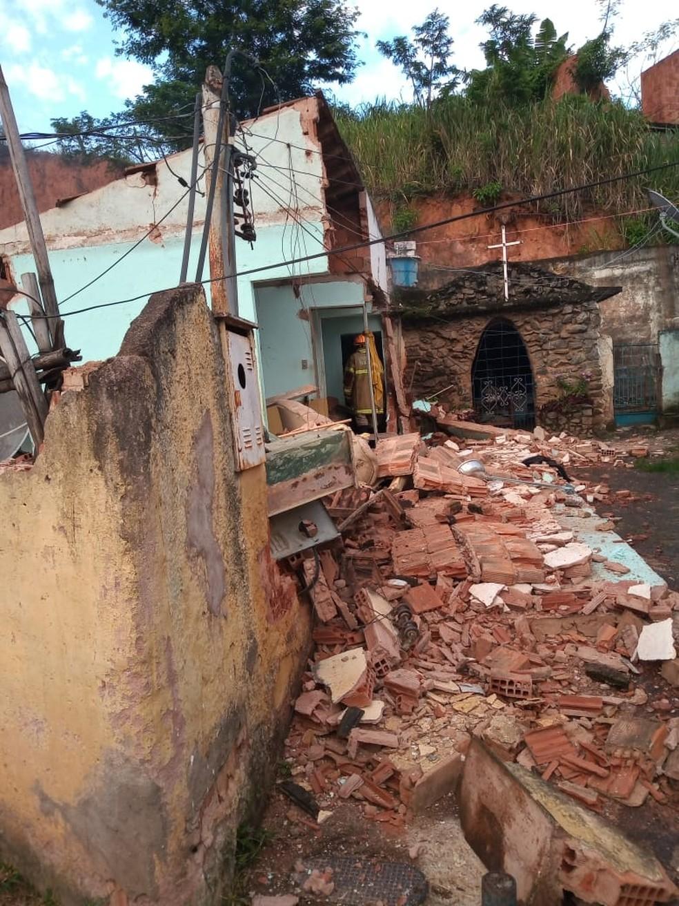 Imóvel ficou destruído em Valença — Foto: Thiago de Oliveira Martins