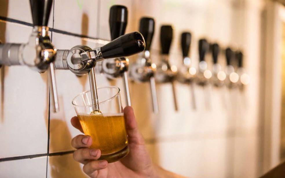 Torneiras de cerveja do galpão da Cervejaria Criolina, em Brasília — Foto: Cervejaria Criolina/Divulgação