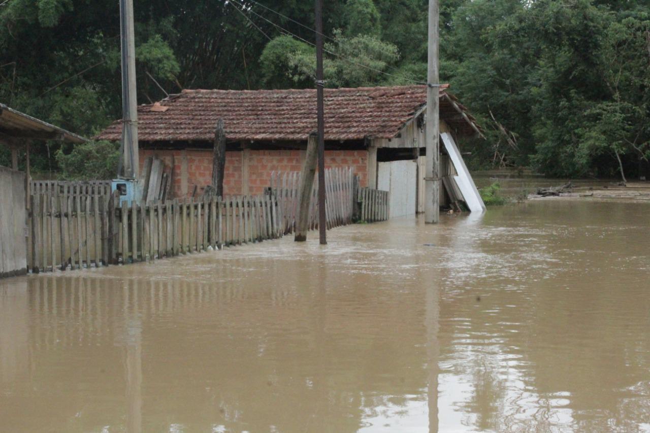 Número de desabrigados em Capivari aumenta para 31 após rio transbordar; nível oscila