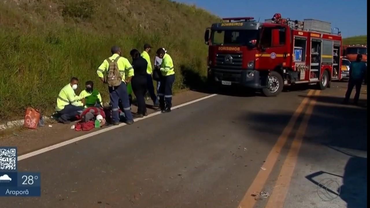 Homem morre após batida entre carro e ônibus no Alto Paranaíba