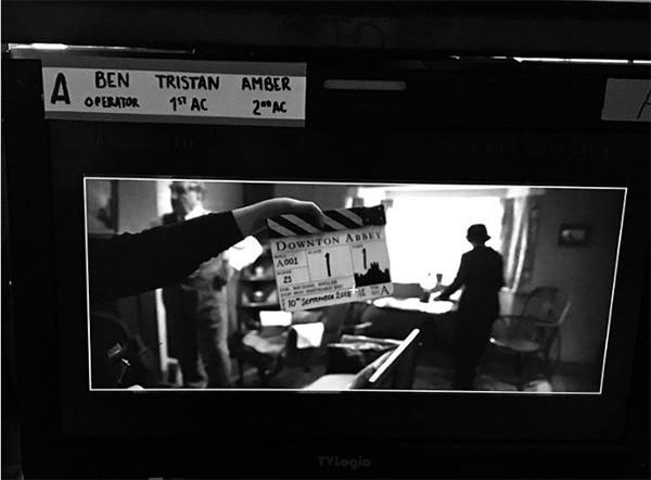 Foto de Michelle Dockery no set do filme 'Downton Abbey' (Foto: Instagram)