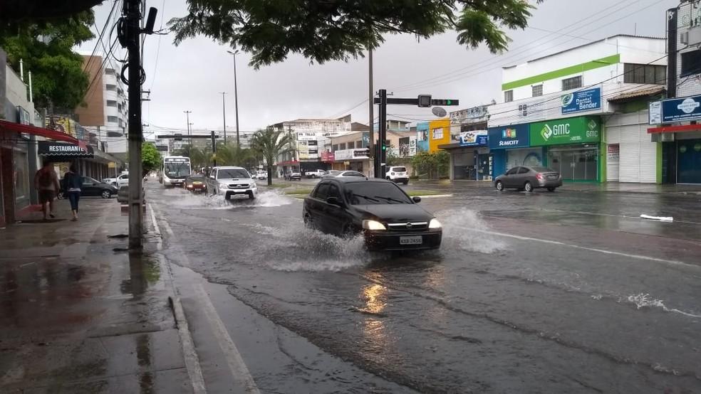 Avenida Júlia Kubitschek, em Cabo Frio, alagada — Foto: Mariane Siqueira/arquivo pessoal
