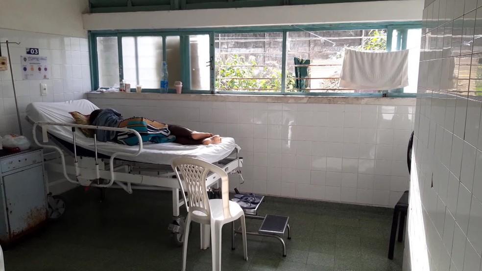 Hospital Otávio de Freitas tem problemas de infraestrutura — Foto: Reprodução/TV Globo