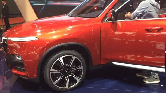Fabricante do Vietnã estreia no Salão de Paris e mostra carros com base da BMW