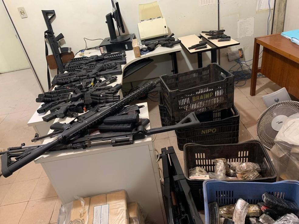 """Armamento apreendido pela Polícia Civil na Operação """"Mutum"""" em Juiz de Fora — Foto: Polícia Civil/Divulgação"""