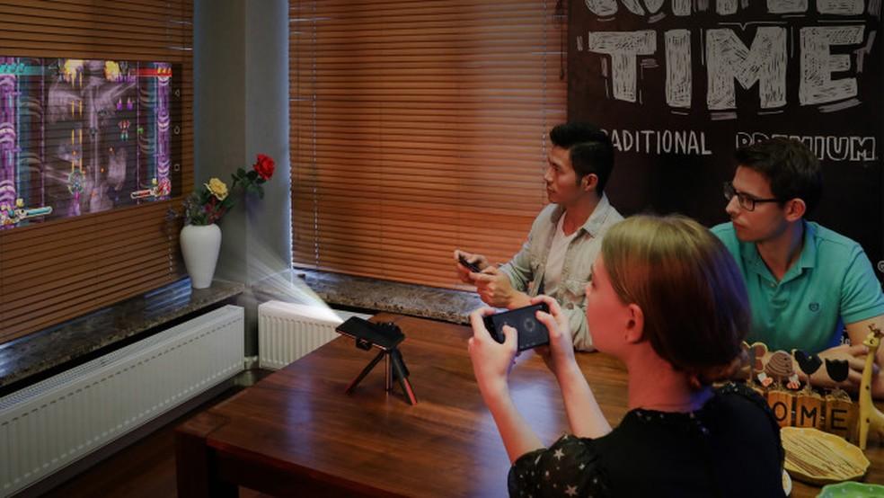 Movi conta com projetor integrado (Foto: Divulgação/ Wireless Mobi Solution)