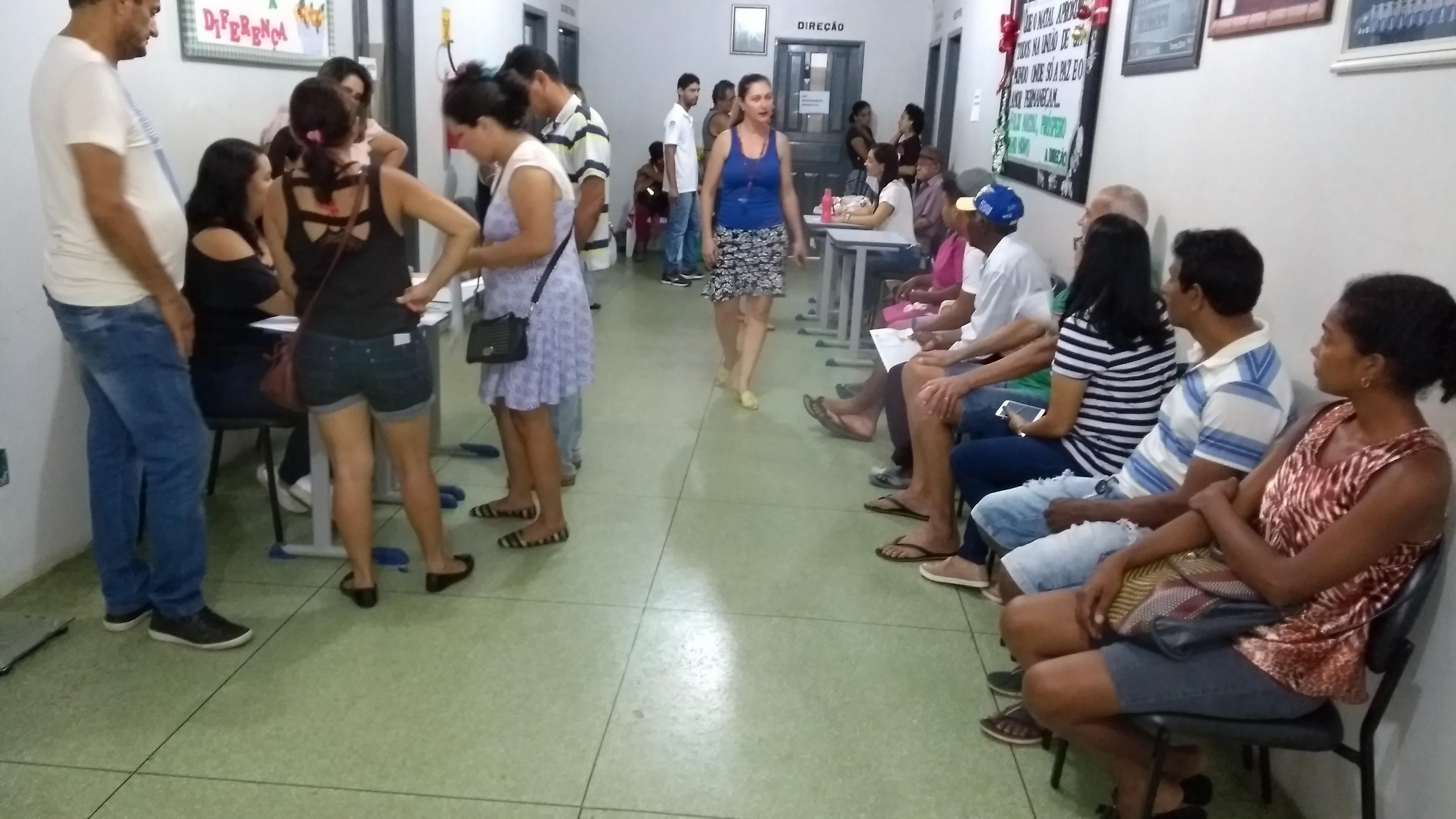 Voluntários atendem população carente com vários serviços em Cacoal