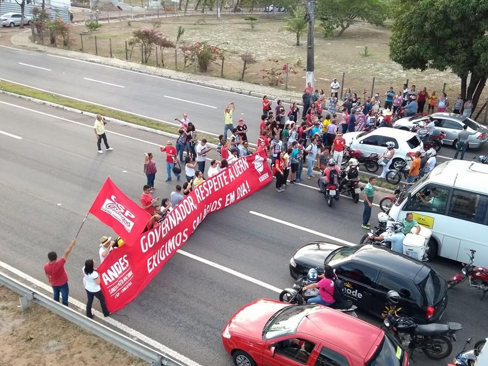 Servidores do Estado do RN protestam contra salários atrasados em Natal (Foto: Ana Lúcia Gomes/ADUERN)
