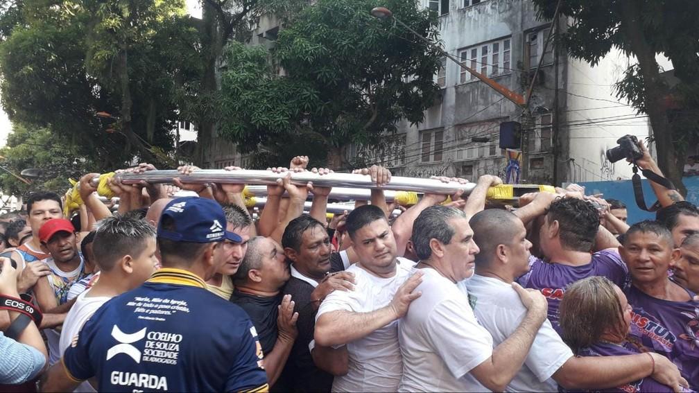 CÍRIO 2019: Romeiros puxam estação que puxa a corda na av. Presidente Vargas. — Foto: Caio Maia / G1