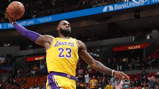 Domingo de NBA tem LeBron explosivo em Miami e zoeira com Warriors ladeira abaixo