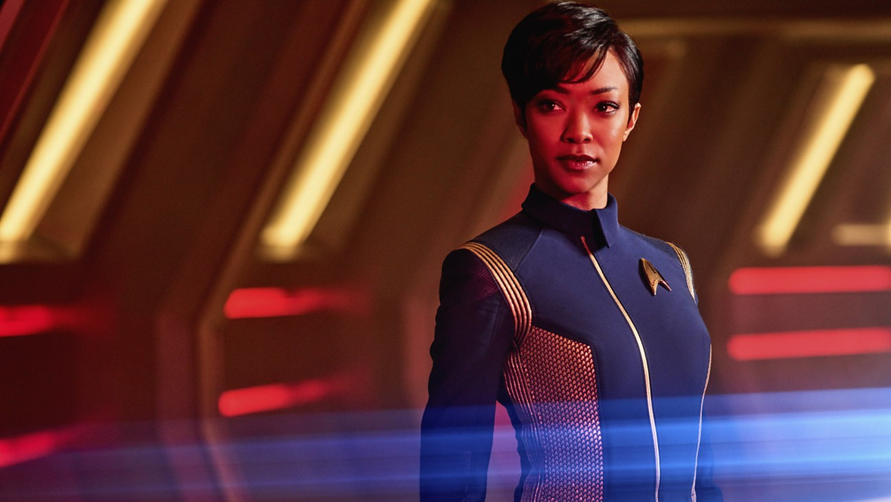 Pictured: Sonequa Martin-Green as First Officer Michael Burnham. STAR TREK: DISCOVERY coming to CBS All Access.  Photo Cr: James Dimmock  © 2017 CBS Interactive. All Rights Reserved. (Foto: CBS)