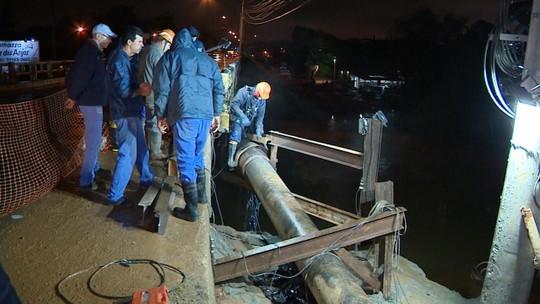 Adutora volta a se romper e deixa mais de 100 mil pessoas sem água em Gravataí
