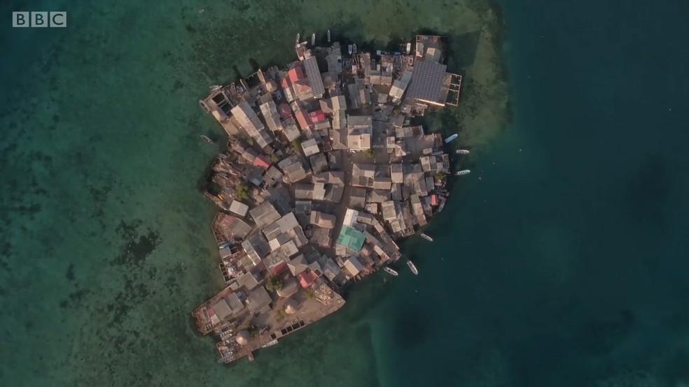 A ilha minúscula fica na costa caribenha da Colômbia (Foto: BBC)