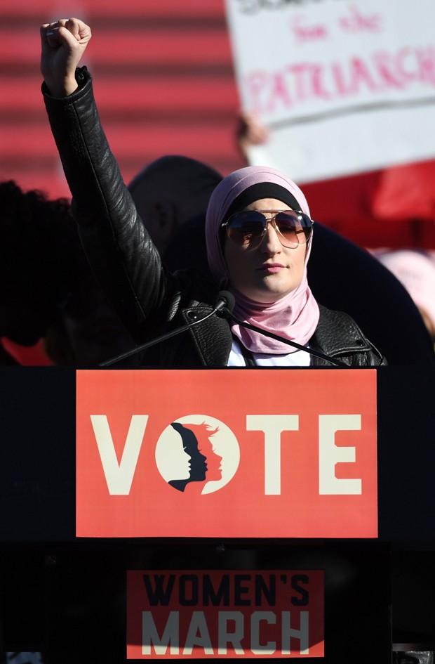 Linda Sarsour, uma das organizadoras da Marcha das Mulheres, defendeu o engajamento das mulheres na política nesta edição do protesto (Foto: Getty Images)