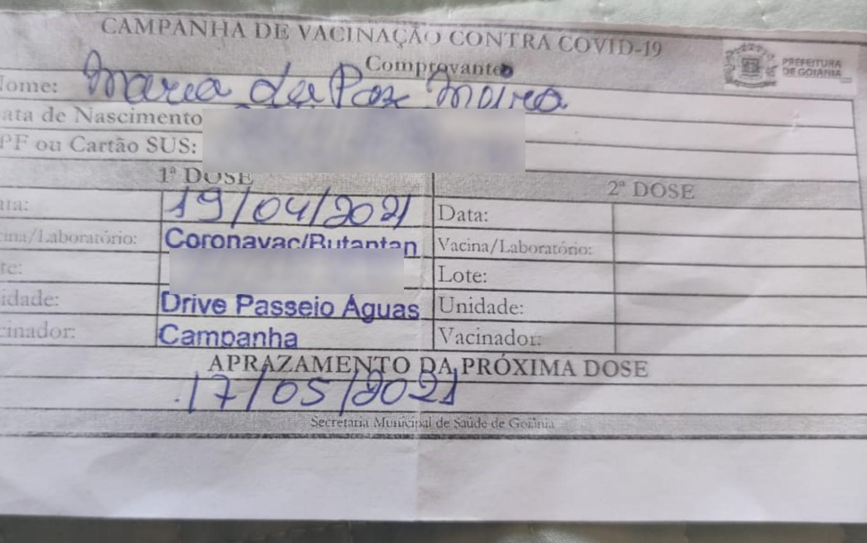 Idosa recebe vacina contra gripe no lugar da segunda dose da CoronaVac, em Goiânia