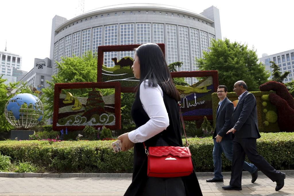 Insatisfeita com uma coluna de opinião, China expulsa três jornalistas