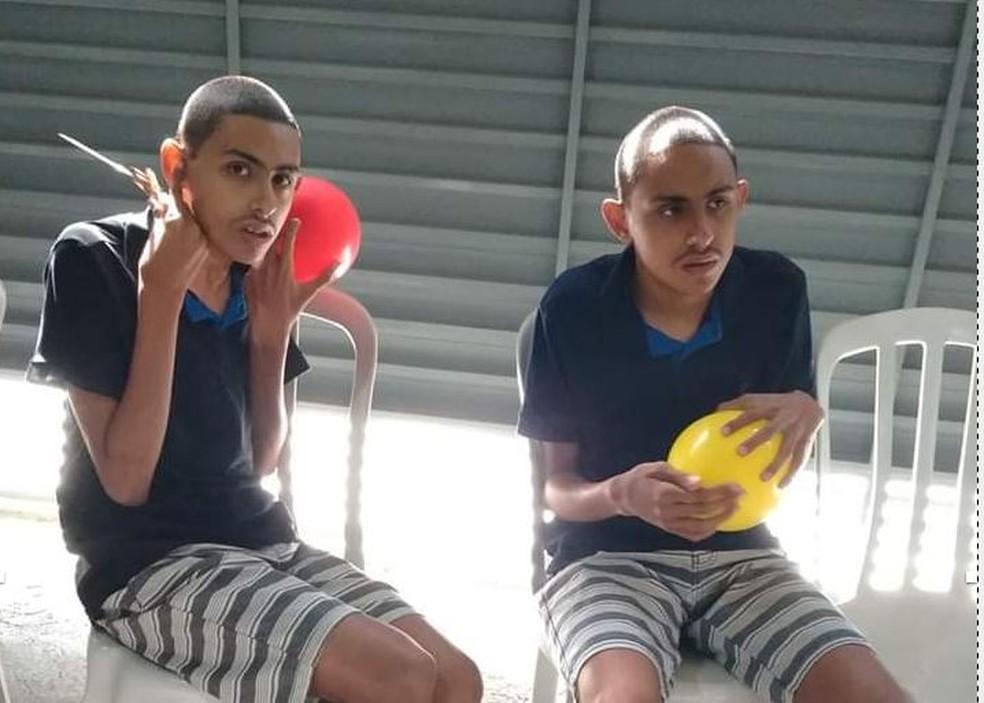 Gabriel e Lucas, gêmeos autistas, estão sem atividades escolares durante a quarentena.  — Foto: Arquivo pessoal