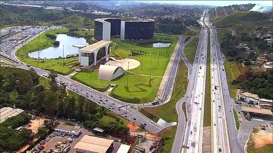 PF investiga se Aécio Neves se beneficiou de esquema de empresas laranjas