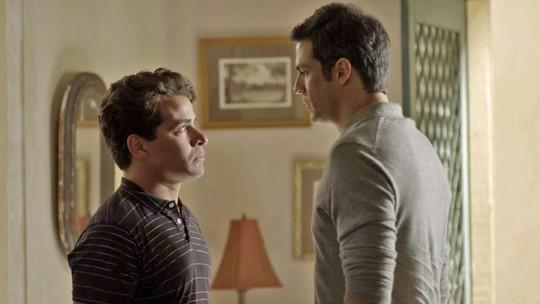 Eric pede que Júlio faça exame de DNA