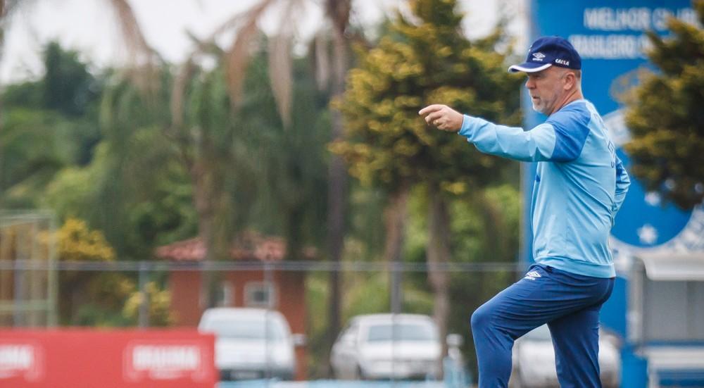 Mano vê dificuldade natural do Cruzeiro no Brasileiro e mostra confiança em equipe reserva