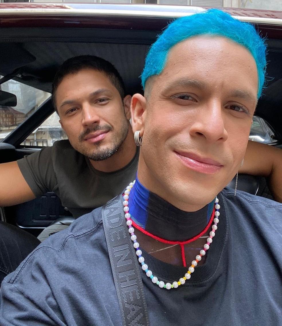 Rainer Cadete e Rômulo Estrela nos bastidores de 'Verdades Secretas 2' — Foto: Instagram