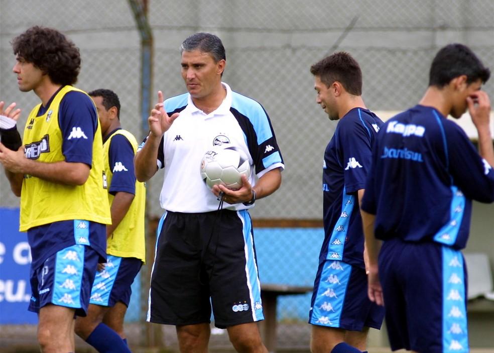 Tite conquistou a Copa do Brasil de 2001, vencendo o Corinthians na final — Foto: AE/Neco Varella