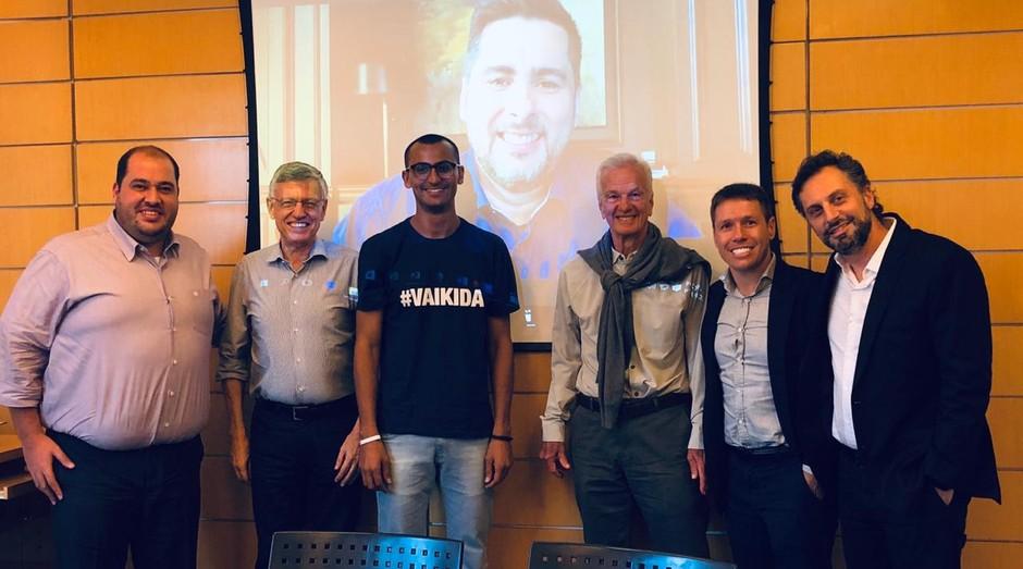 Edu Lyra, Jorge Paulo Lemann e Flávio Augusto em reunião após rodada de investimento fechada (Foto: Divulgação)
