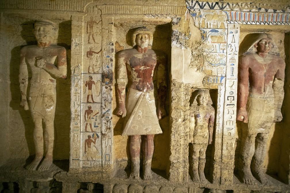 Sarcófagos de cerca de 2,5 mil anos são descobertos no Egito — Foto: Mahmoud Khaled/AP