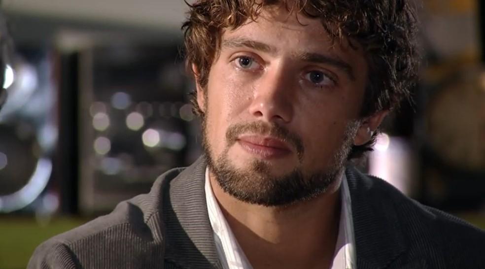 Rodrigo (Rafael Cardoso) desabafa com Lourenço (Leonardo Medeiros) em 'A Vida da Gente' — Foto: Globo