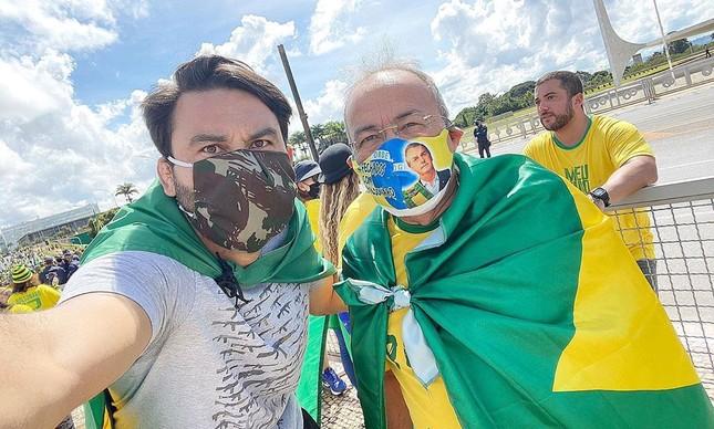 O senador Chico Rodrigues e seu assessor Leo Índio, parente dos Bolsonaro