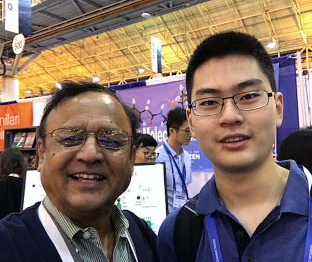 Professor Rahman e seu aluno, Wang (Foto: Arquivo pessoal)
