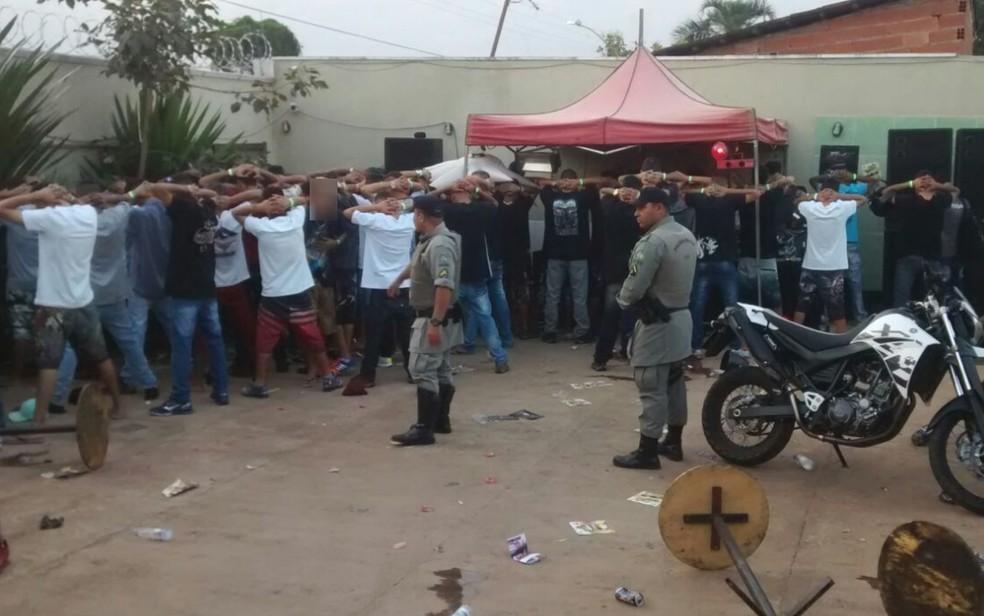 Polícia Militar fecha festa após denúncia de vizinhos (Foto: Divulgação/ Polícia Militar)