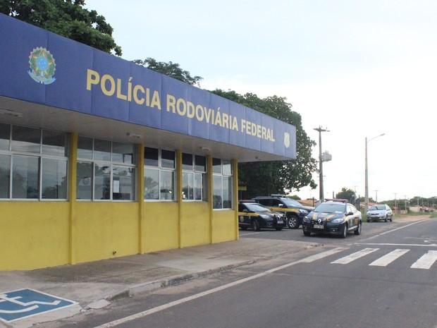 Três pessoas morrem e uma fica ferida em acidente entre carro e caminhão em Campo Maior
