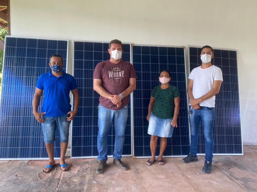 Placas de energia solar foram instaladas em escola e posto de saúde em Mojuí dos Campos — Foto: Divulgação