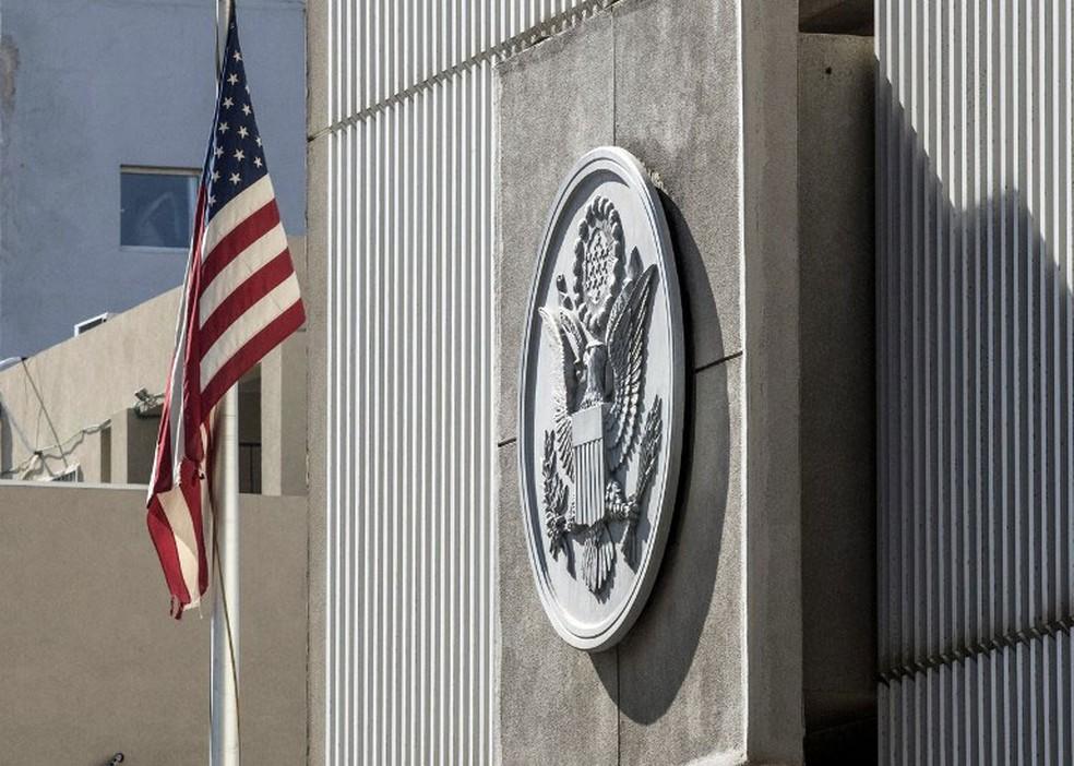 Foto de janeiro de 2017 mostra fachada do prédio da embaixada americana em Tel Aviv  (Foto: Jack Guez / AFP)