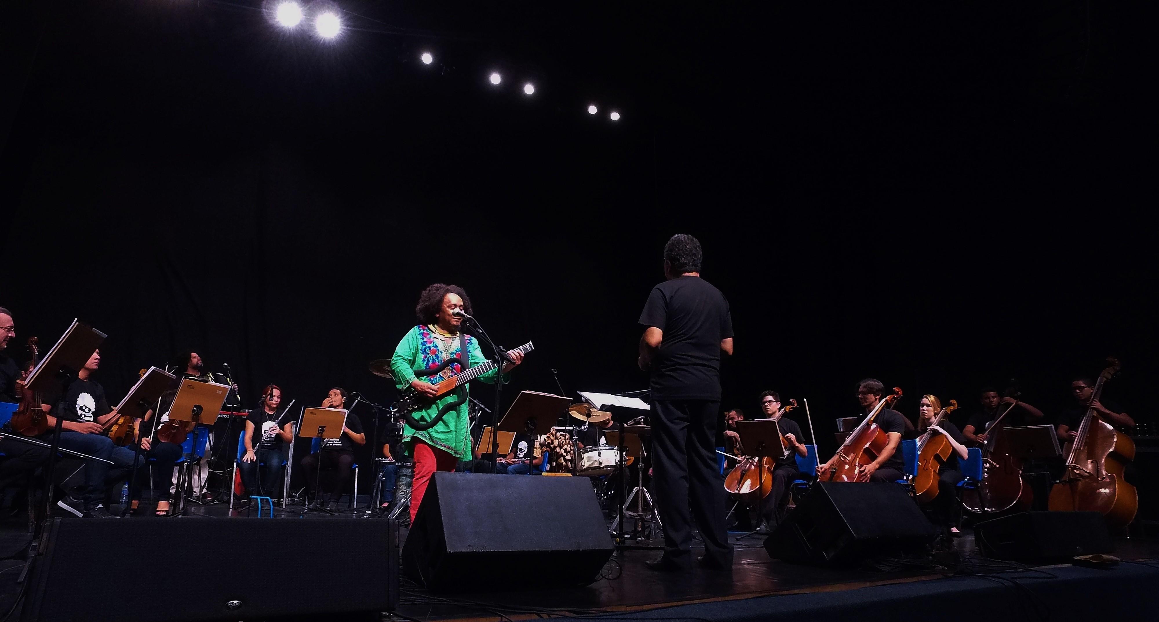 Chico César, Camerata Béradêra e maestro Letieres fazem show beneficente em Campina Grande