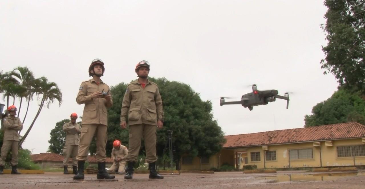 Bombeiros utilizam drones para localizar focos de dengue em cidade de MT