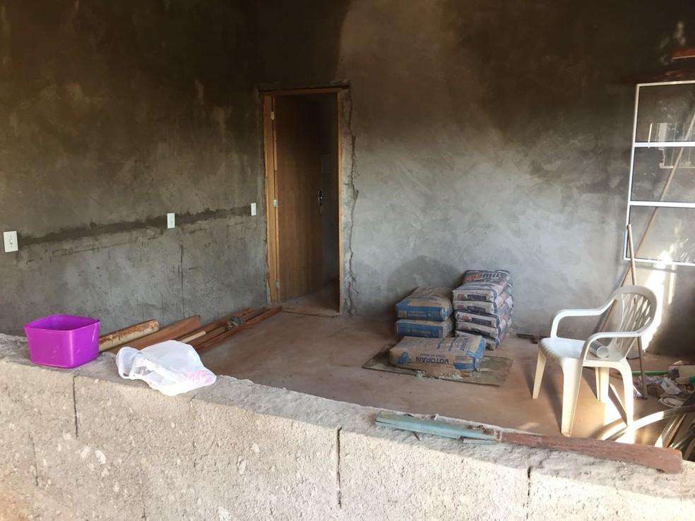 Interior da casa do policial militar aposentado, em Santa Mercedes — Foto: Claudinei Troiano/TV Fronteira