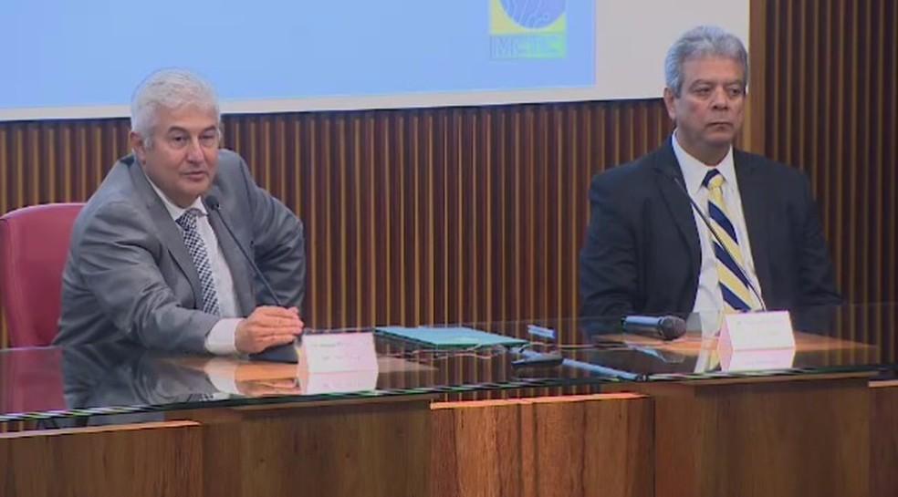 Ministro Marcos Pontes e Darcton Policarpo Damião, diretor interino do Inpe — Foto: TV Vanguarda/Reprodução