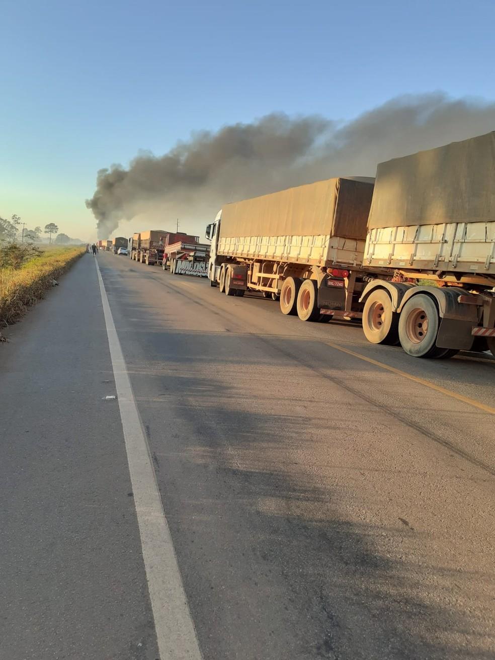 Congestionamento na BR-364 após acidente em Itapuã do Oeste (RO) — Foto: Reprodução/Redes Sociais