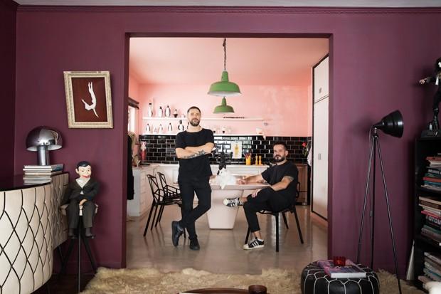 Amigos descolados dividem apartamento colorido em São Paulo (Foto: Lufe Gomes/Divulgação)