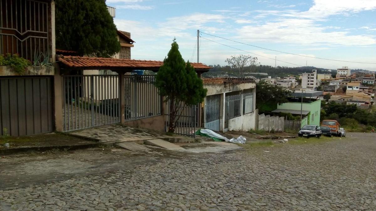 Homem é morto a tiros na porta de casa em Divinópolis