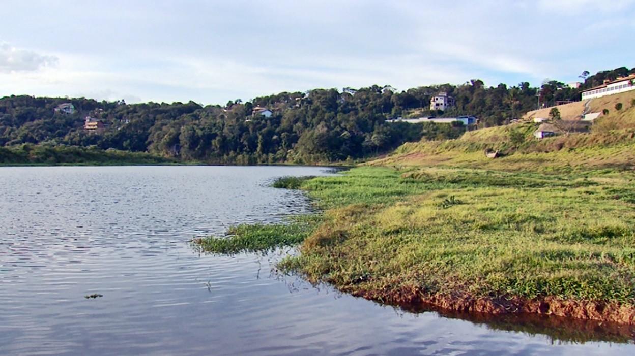Barco bate em tronco e três pessoas ficam feridas no Lago de Furnas, em Varginha, MG - Notícias - Plantão Diário