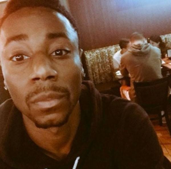 Chris Jarell disse que pediram para ele deixar o restaurante enquanto um cliente branco permanecia no local com um moletom com capuz (Foto: Reprodução)