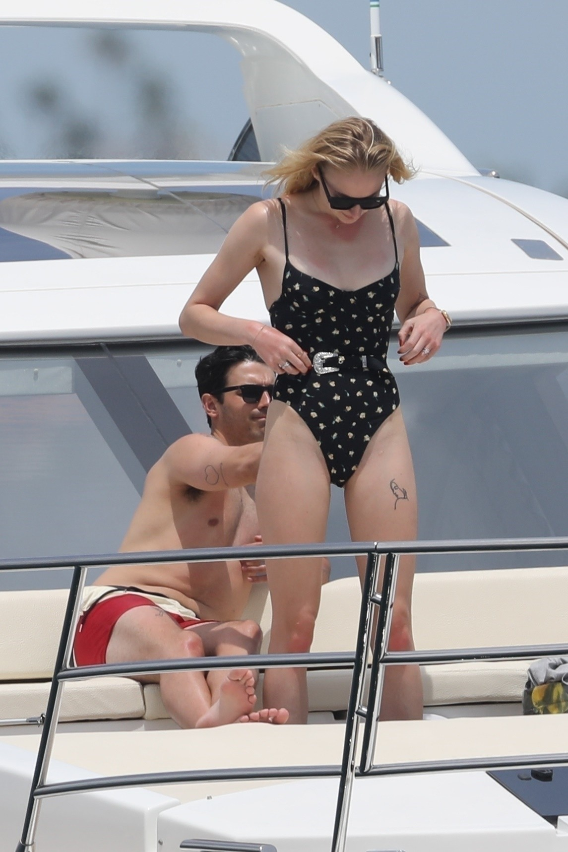 Cabo San Lucas, MEXICO  - *EXCLUSIVE*  - **WEB MUST CALL FOR PRICING** Joe Jonas and Sophie Turner and enjoying some time away from the spotlight. The Jonas Brothers singer and the Game of Thrones star, who are set to have a summer wedding, are currently  (Foto: HEM / BACKGRID)