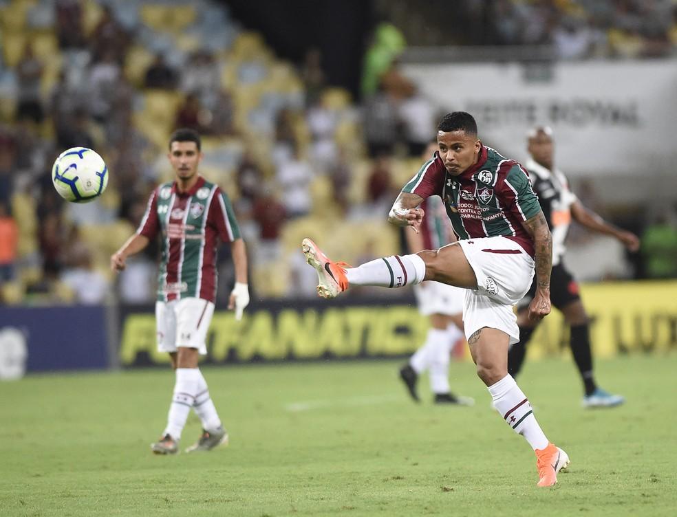 Allan finaliza em duelo do Fluminense contra o Vasco — Foto: André Durão