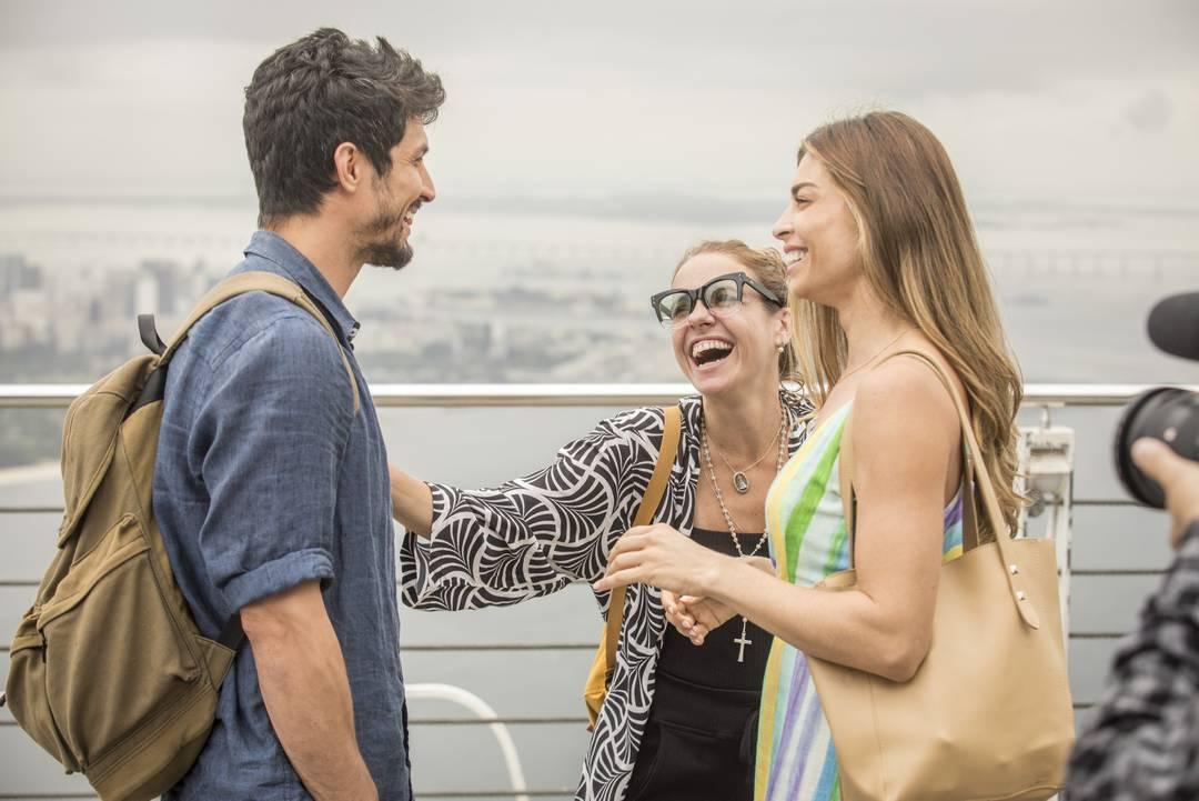 Romulo Estrela e Grazi Massafera ensaiam cena com a diretora Ana Paula Guimarães