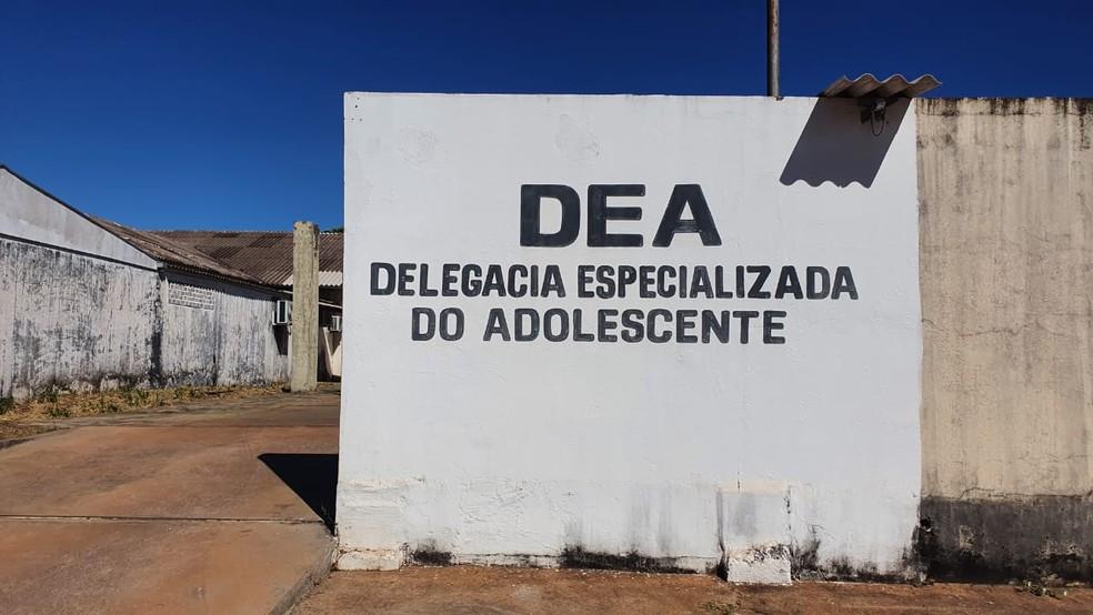 Delegacia Especializada do Adolescente (DEA) em Cuiabá — Foto: Lorena Segala/TV Centro América